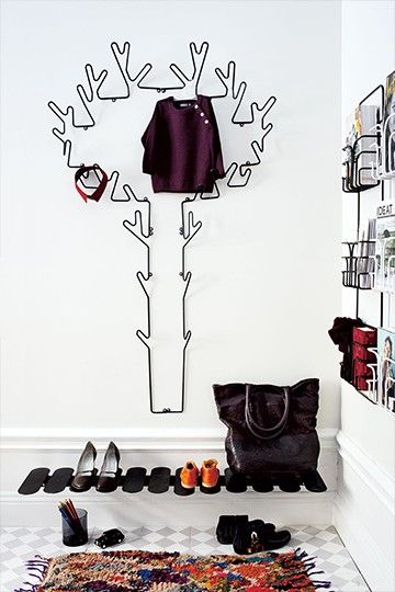 Tree hanger is a coat hanger tree that works well in a hall, bedroom or bathroom. It´s a stylish alternativeto the usual hooks and storage furniture. You´ll also find Branch hanger and Crown hanger in the same series inspired by nature.   Material: Black & white: powder coated metal wire / copper: copper alloy metal wire