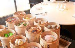 ホテル日航大阪3Fの中国料理桃李で7月15日土から始まる飲茶バイキング付ランチコースが大ヒットの予感  前菜盛り合せスープ大籠包など飲茶15種類をラインアップ 締めは炒飯またはおかゆそしてもちろんデザートも  バイキングなので好きなだけ飲茶をいただけます  実施期間2017年7月15日土 8月15日火 実施店舗ホテル日航大阪3F中国料理桃李 提供時間11301430ランチタイム限定2名様より 価格お一人様5000消費税込みサービス料別  #中華 #飲茶 #バイキング #大阪 tags[大阪府]