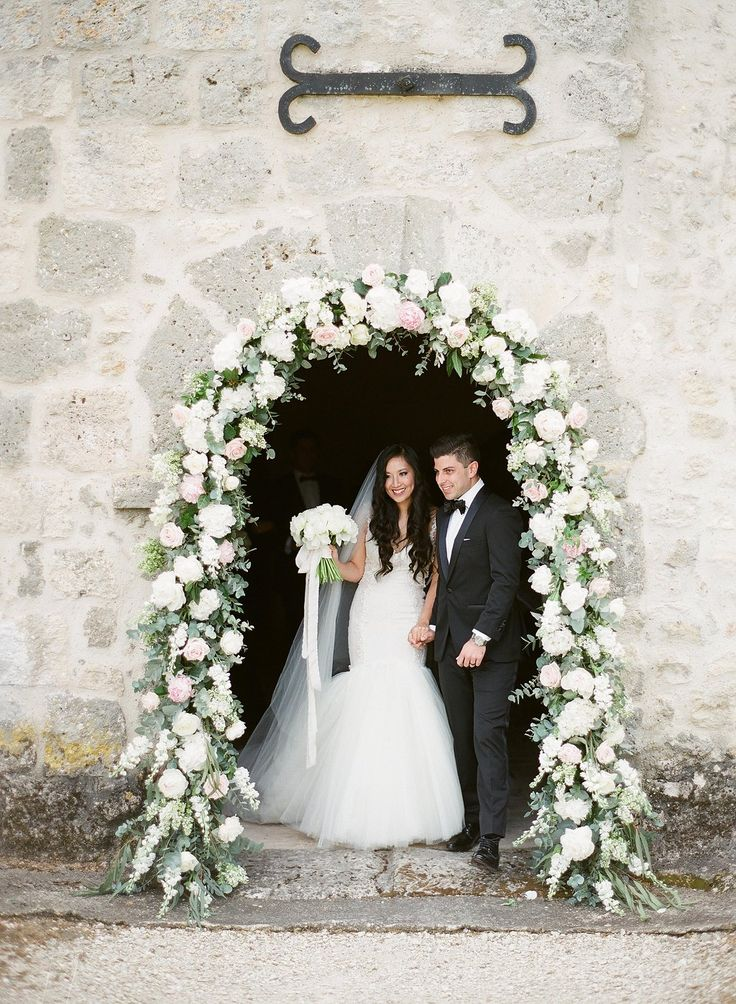 The perfect way to frame the chapel door at Chateau de Lisse