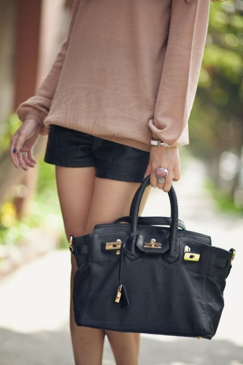 tooo cute!: Black Shorts, Leather Shorts, Black Bags, Hermes Bags, Casual Chic, Hermes Birkin, Style, Black Leather, Outfit
