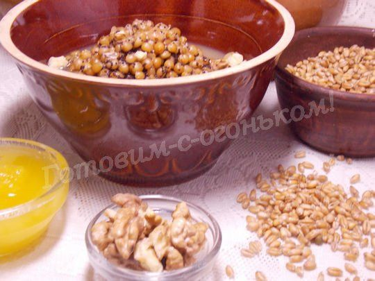 пшеничная кутя в горшочках