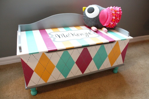 easy paint job to spruce up a toy chest