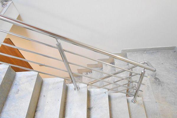 Barandillas de acero inoxidable pulidas a espejo para escaleras interiores.  #barandillas  #escaleras  #donostia   #gipuzkoa  #hernani