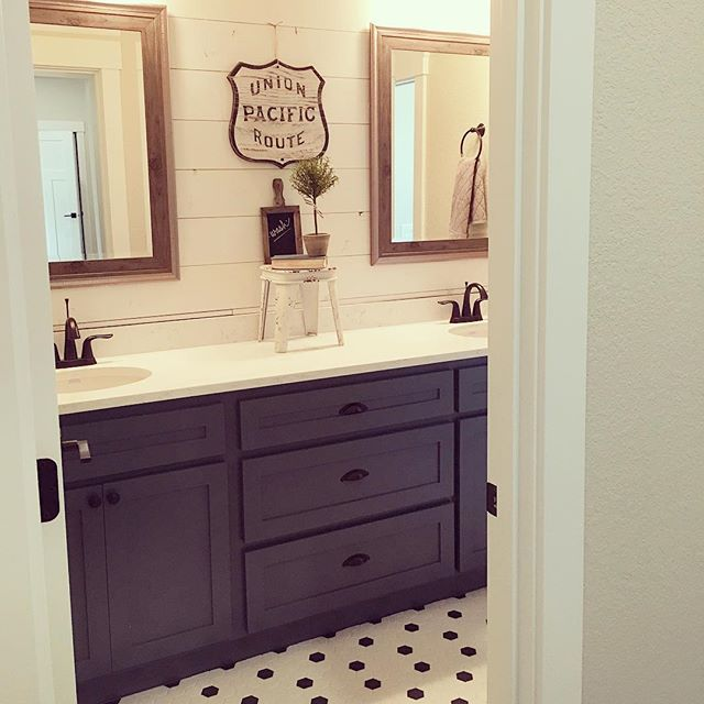 Wait til you see the darling kid's bathroom in this house...blue cabinets, ship lap, black & white floors...I'm in love!Hope to see you at our open house TODAY 1-5pm! 734 Cascade Dr NW, Salem, Oregon. Best part? This house is for sale! #openhouse#kidsbath#shiplap#freshandclean#interiordesign#yellowprairie
