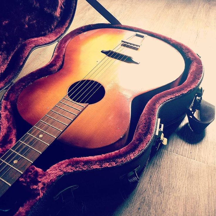 Esse cara aí curte viajar... #violao #accoustic #accousticguitar #guitar #music #musica #arte #art #rock #folk