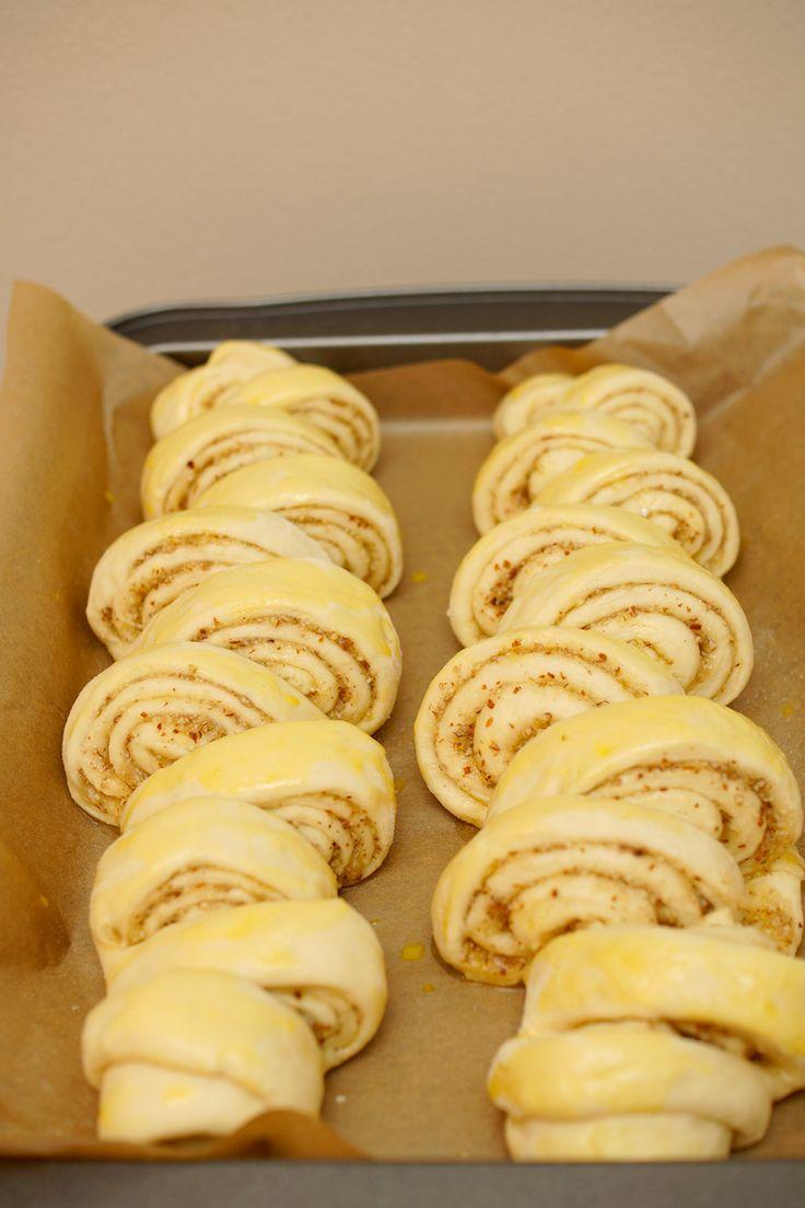 Zupfschnecken aus Hefeteig in zwei Rezeptvarianten: einfache Mandel-Zupfschnecken und Mandel-Zupfschnecken mit Vanillepudding. Herrlich lecker!