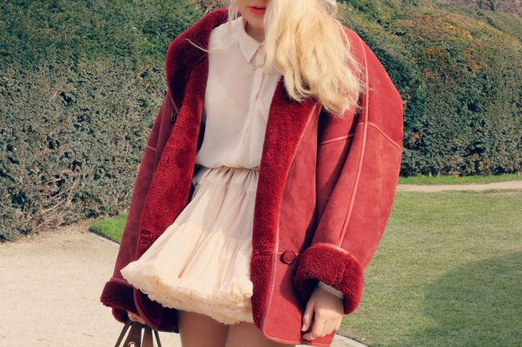 It´s getting cold , time to find this jacket <3  #vintage #paris #freepstar #sherlingcoat #teddycoat #sherling #coat #red #pink #ballerina