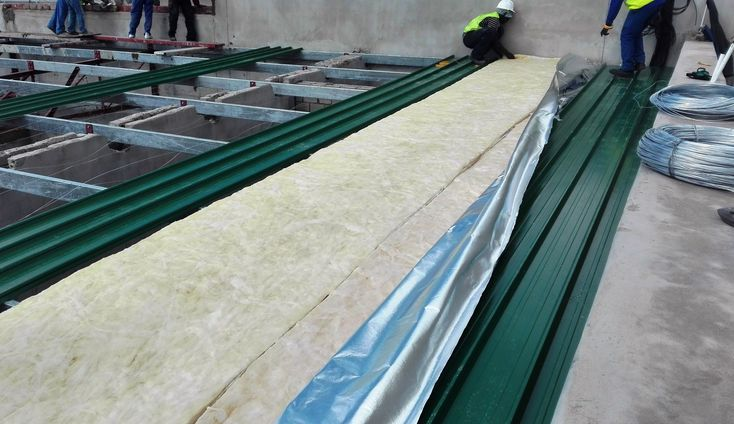 #Isover laid, Roof Sheeting being secured #insulation #roofsheets #colorbond #kliplok #construction #paramountroofing