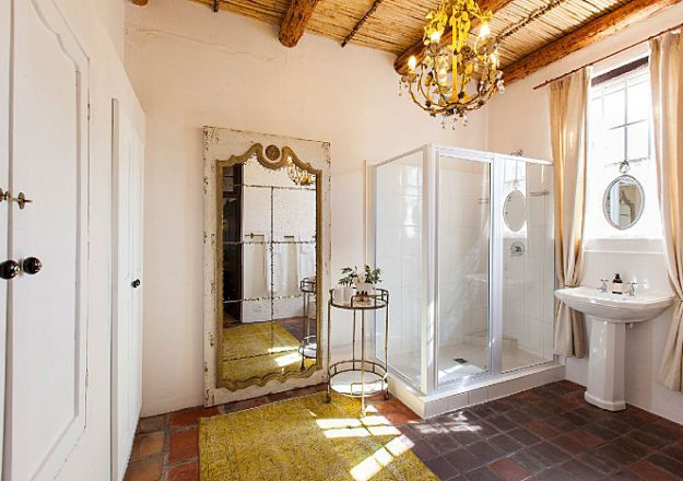 Klein Nektar Manor Accommodation has a luxurious bathroom we can get on board with!