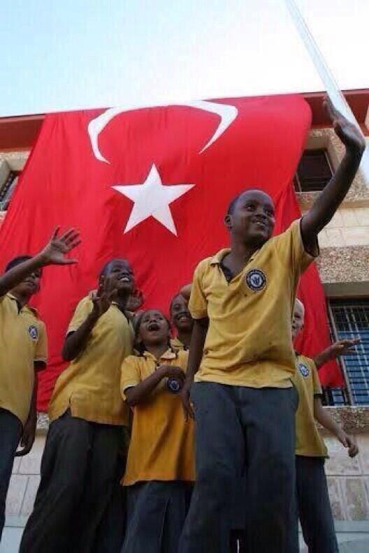 Kimi, vatan toprağından bayrak sökerken, Kimi, ellerin vatanına Türk bayrağı diker!