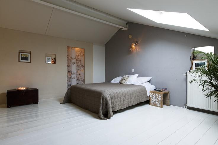 Slaapverdieping met bergruimte/inloopkast/washok.