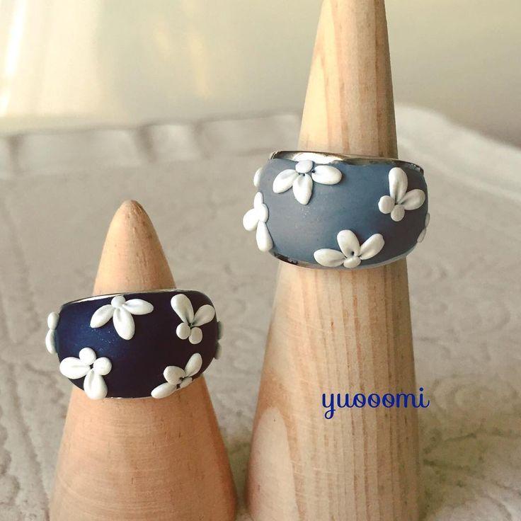 #ポリマークレイ の#リング 。 ぷっくりと#フラワー &#ちょうちょ モチーフで。 気に入って下さる方が多くウレシイ♡ #ポリマークレイアクセサリー #ハンドメイドアクセサリー #ボリュームリング #グレー #ネイビー #樹脂粘土 #polymerclay #polymerclayjewelry #handmadeaccessory #yuooomi