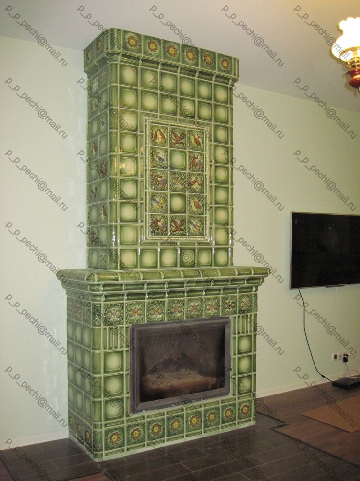 Каминная топка в изразцовой облицовке / Fireplace insert in tile lining