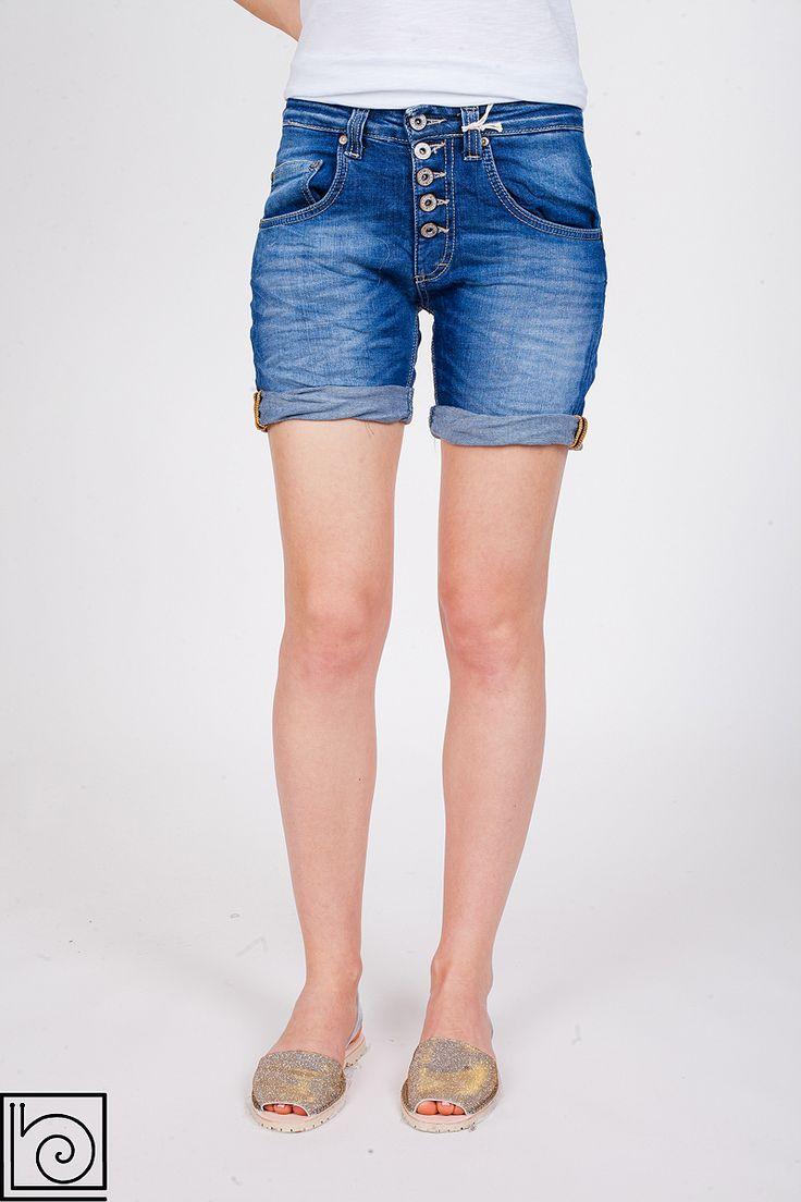 Женские джинсовые шорты брендовые, винтажные. Застежка на пуговицах. Внизу подворачиваются. Please. Италия