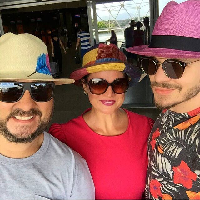 Family and friendship day! @carramanhos sharing their hats! Be an inspiration and #shareyourstyle with #ecuaandinohats #sunday #family #friendship #colors #follow #chapeau #hats