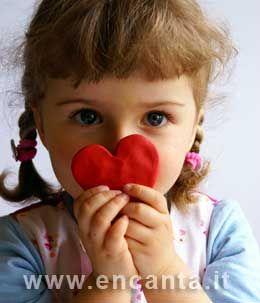 """Giocare aiuta la vita. Dei piccoli, ma anche dei grandi. Perchè i rapporti genitori figli hanno bisogno di linguaggi che sappiano andare oltre l'ordinario, per incontrare la straordinaria bellezza della vita. #Podcast """"Comunicare per essere®"""", #comunicazione, #counseling. http://www.annarosapacini.it/?p=786"""
