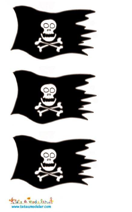 coloriage Imprimer les drapeaux de pirate pour la décoration d'un gâteau pirate