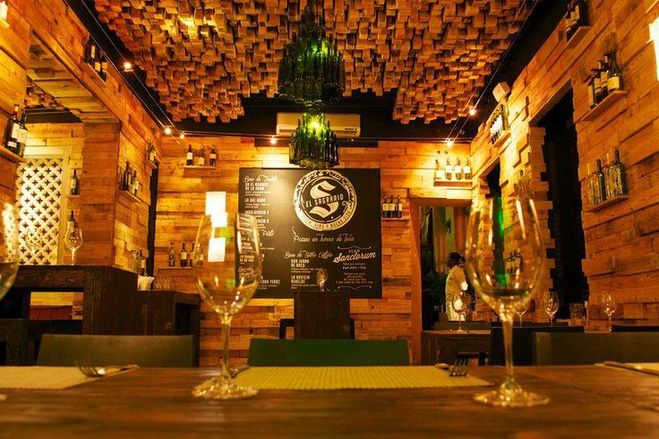 El Sagrario esta decorado con madera de pino canadiense 100% reciclado de guacales y estivas
