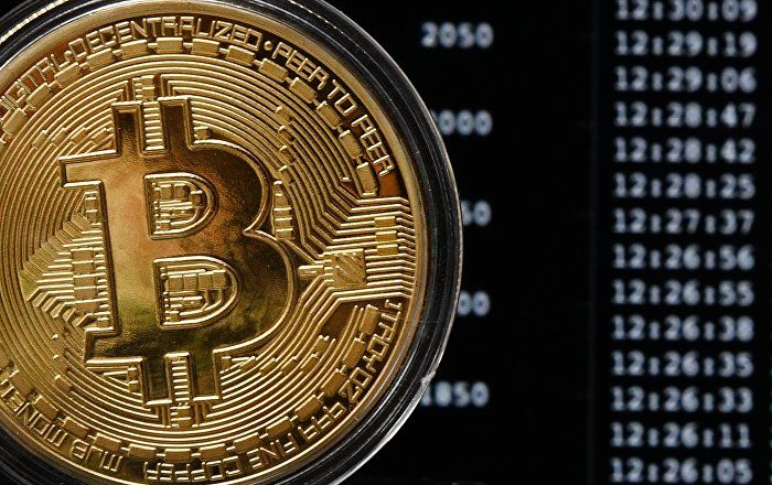 Cryptocurrencies backed by natural resources would be more trusted than ones backed by banks, Alexander Borodich, the founder of the Universa block-platform and a venture investor, told Radio Sputnik on the sidelines of the Third Eastern Economic Forum (EEF) in Vladivostok.
