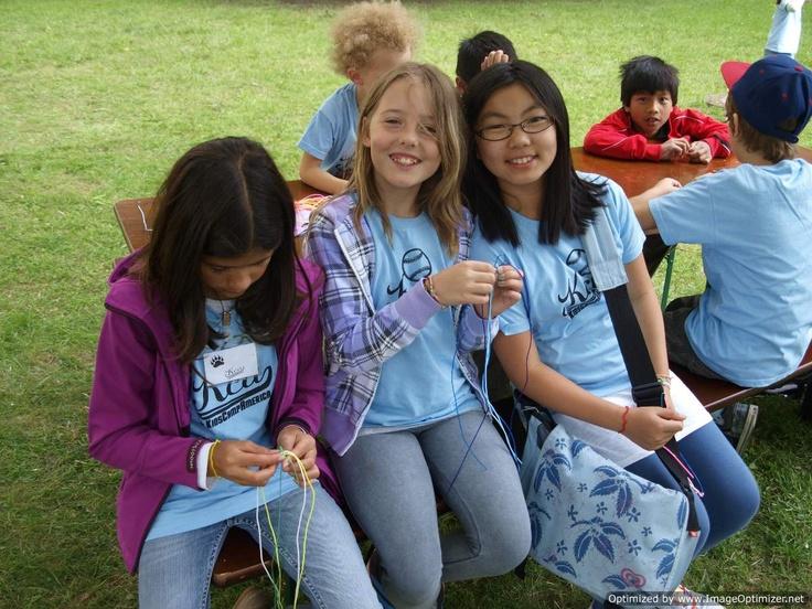 KidsCampAmerica bietet Ferienbetreuung während der Sommerferien, Herbstferien und Osterferien in Hessen.  Unser Ferienprogramm bietet Kindern eine Sprachreise direkt vor der Haustür - komplett auf Englisch und mitten in Frankfurt.