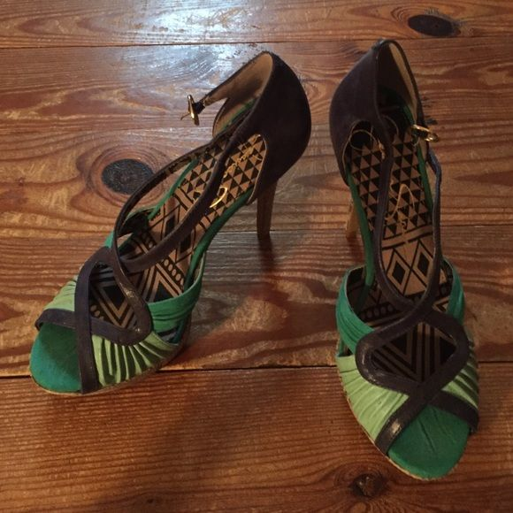 Two toned heels For your fun evening out! Jessica Simpson Shoes Heels