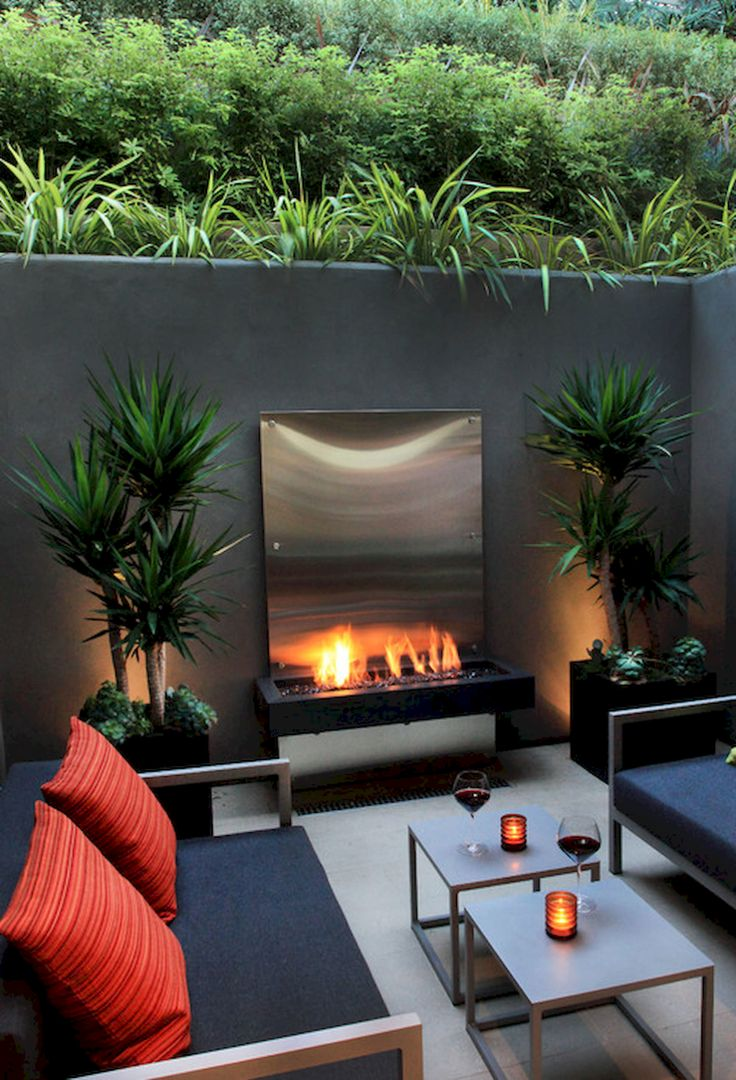 Simple and fresh small backyard garden design ideas (24) OMG-- that fire feature- whatever it is-- looks like a fire ON THE BEACH!!!! LOVE it!