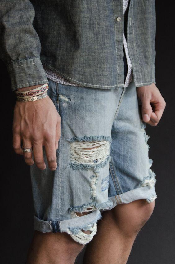 Bermuda Masculina: Macho Moda - Blog de Moda Masculina: Bermuda Masculina: 5 Modelos que estão em alta pra 2017.  Moda Masculina, Moda para Homens, Roupa de Homem, Bermuda Masculina Rasgada, estilo Destroyed, está bem em alta para 2017.