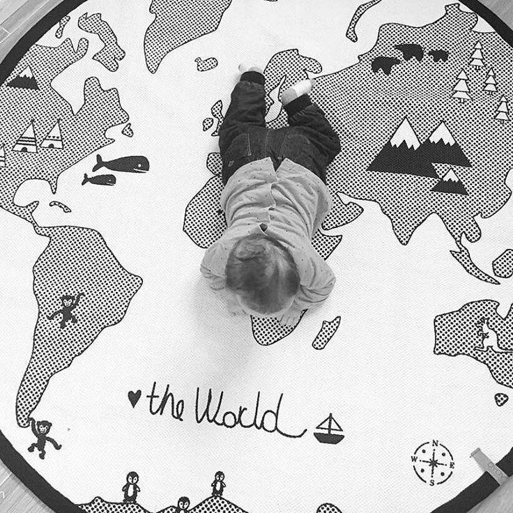 Descubriendo el mundo... gracias por la foto @jann_cn. Comentaros que podéis hacer vuestros encargos para Reyes tranquilamente hasta el día 2 de Enero por la noche, eligiendo envío 24-48 horas. #decoandkids