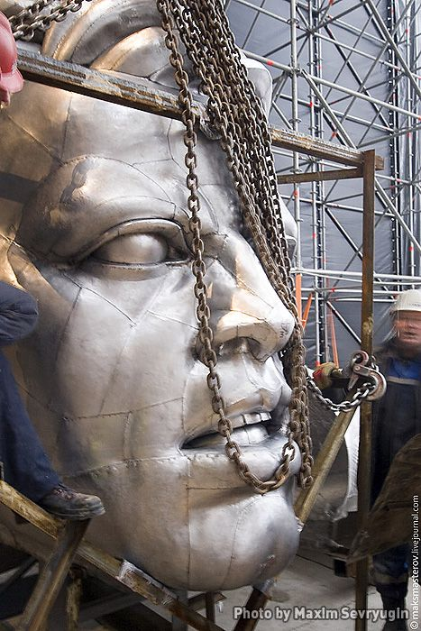 "Soviet Monument ""Worker and Kolkhoz Woman"" under reconstruction: Mukhina wanted the sculpture to be put on a 60-meter pedestal"