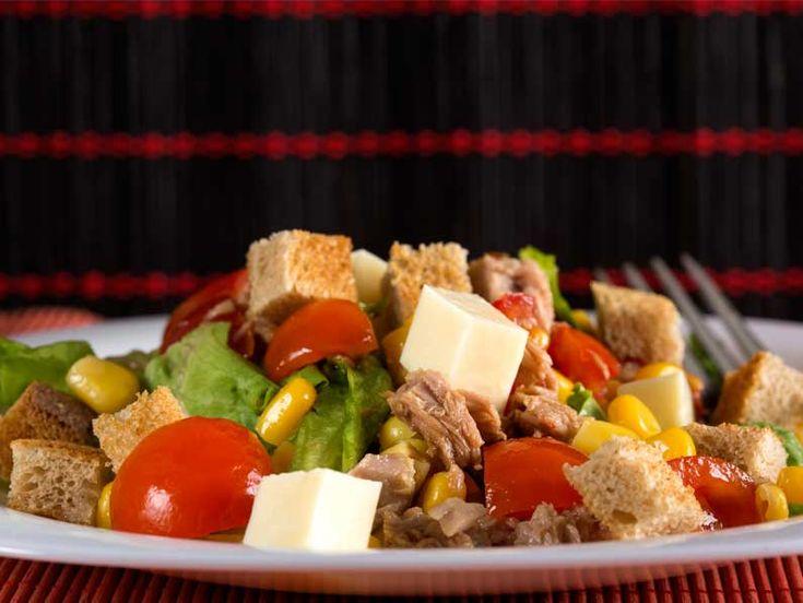 Salata de ton cu rosii si branza - BucateleNoastre