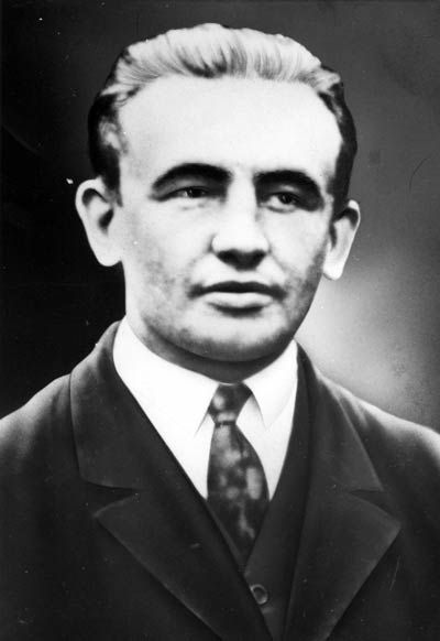 John Schehr became a member of the Social Democratic Party (SPD) in 1912 at the age of 16 and joined the German Communist Party (KPD) after the November Revolution. In the late 1920s he was a political secretary in Bad Harzburg and soon joined the executive committee of the Wasserkante party district. In 1932 (photo), he was elected to a senior position in the German Communist Party.