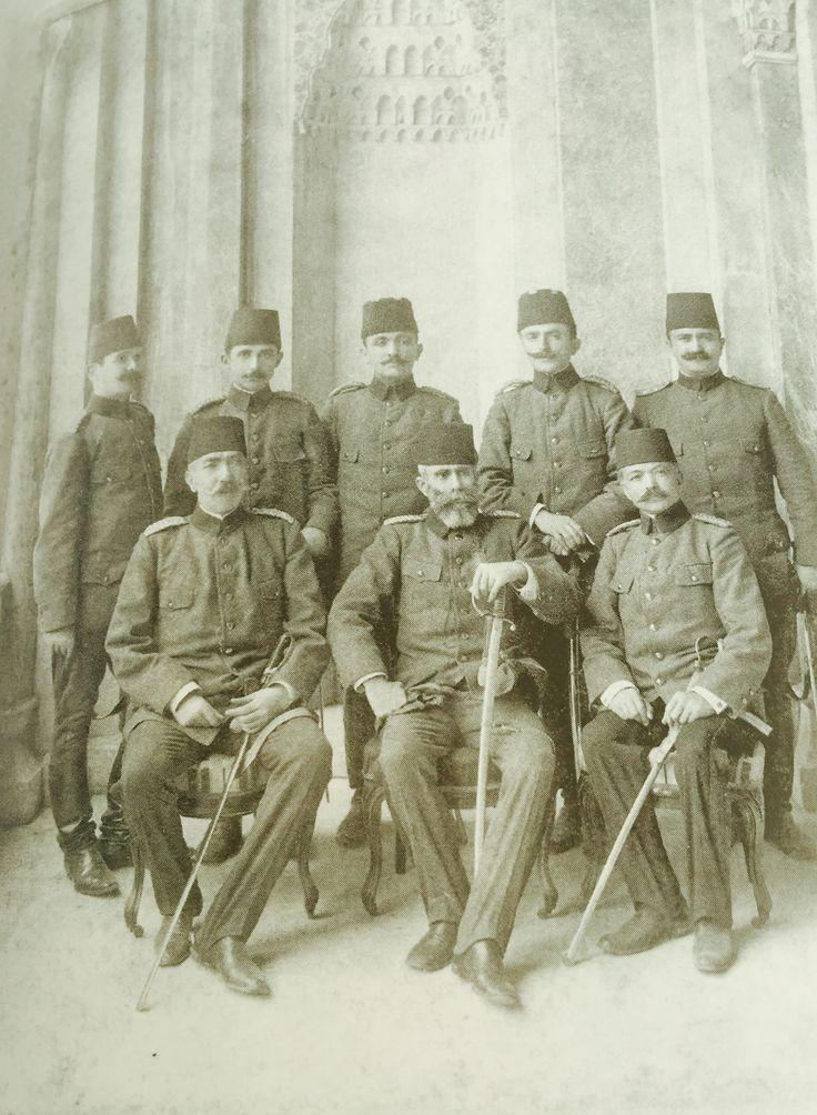 Hareket Ordusu Kurmay Heyeti'nde Enver Paşa (Ayaktakilerden sağdan ikinci)