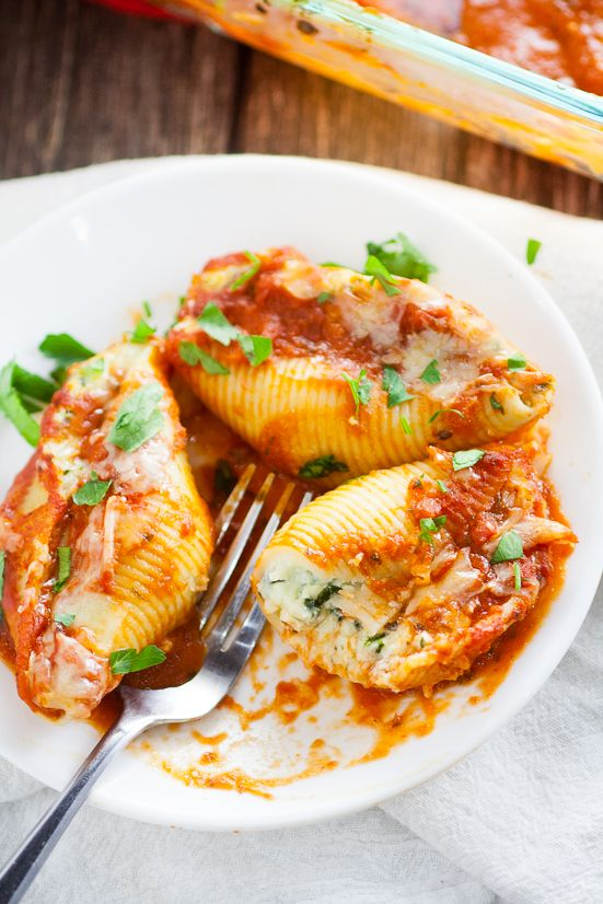5 Cheese Stuffed Shells Recipe is an easy pasta recipe perfect for family dinner. Classic Italian flavors featuring five different cheeses, garlic, spinach, and red sauce this 5 Cheese Stuffed Shell Recipe is creamy, cheesy, and satisfying. Perfect for a meatless family dinner recipe! Yum! I love cheese!