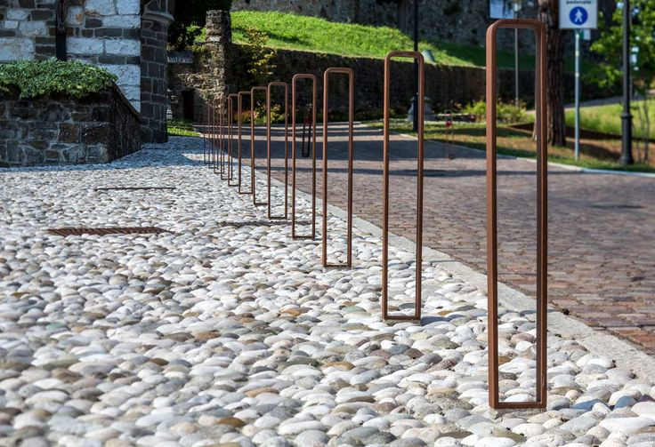 Castle-Gorizia-12-Detail-of-the-road-bollards-in-front-of-Holy-Spirit-church « Landscape Architecture Works | Landezine