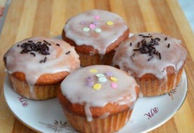 Narancsos muffin citromos cukormázzal recept képpel. Hozzávalók és az elkészítés részletes leírása. A narancsos muffin citromos cukormázzal elkészítési ideje: 35 perc