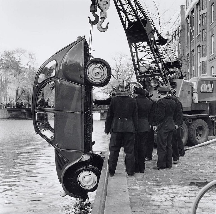 Citroen 2CV (1961) rescued from an Amsterdam channel