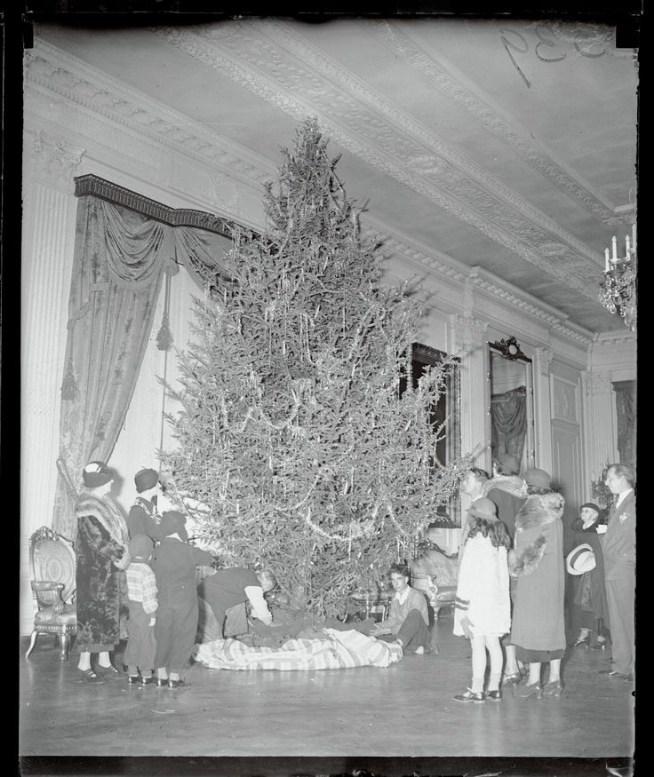 In 1934, White House visitors stop to watch the final decorations go on the White House Christmas tree in the executive mansion's East Room. President Franklin Delano Rooseveltand his family also had their own tree erected on the second floor of the White House. (Bettmann via Getty Images)  via @AOL_Lifestyle Read more: http://www.aol.com/article/news/2016/12/08/9-moving-photos-of-veterans-and-standing-rock-elders-who-united/21623224/?a_dgi=aolshare_pinterest#fullscreen