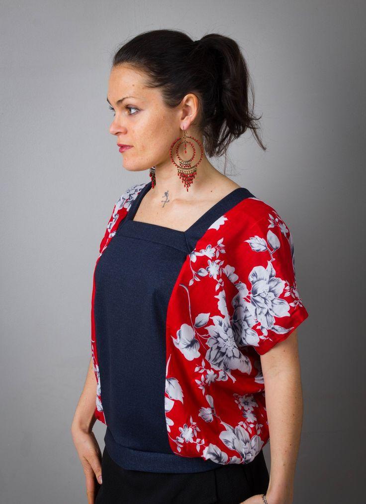 Top Kimono pour femme, T-shirt Rouge et jean denim bleu , imprimé fleurs, dos en V profond, féminin et printanier! : T-Shirt, debardeurs par all-by-k
