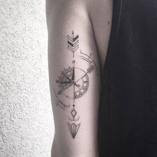 Inspiration de ma nouvelle lubie d'apres l'ete : Un tatouage d'une boussole à…