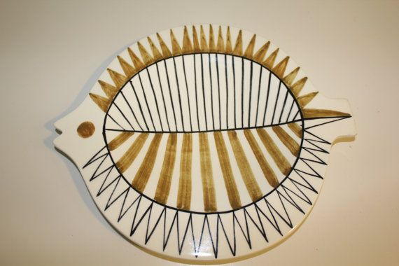 This stunning retro Kala Fish plate by Arabia Finland was designed by Gunvor Olin-Grönqvist. Design is from 1950s and these plates were