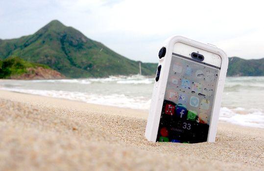これは必須かも... 【Catalyst】カタリスト iPhone 6 Plus 完全防水ケース [Catalyst Case for iPhone 6 Plus] | トリニティ株式会社