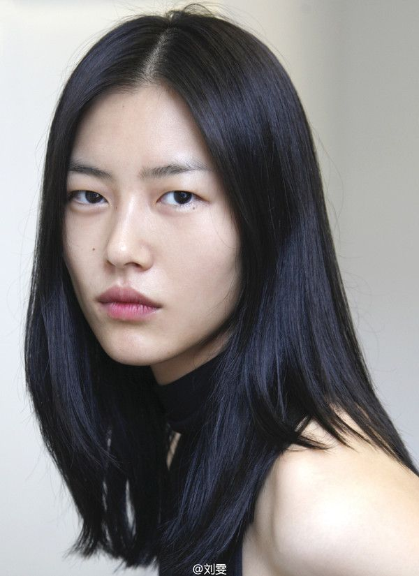 Liu Wen Mid Length Hair Smudging Looks In 2019 Hair