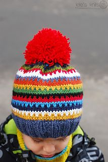 Scrappy Ski Hat is just a simple slouchy (or beanie if you make it shallower) I made to destash a little. At the moment it's number one hat in my family. It must be because of the huge pompom :-)