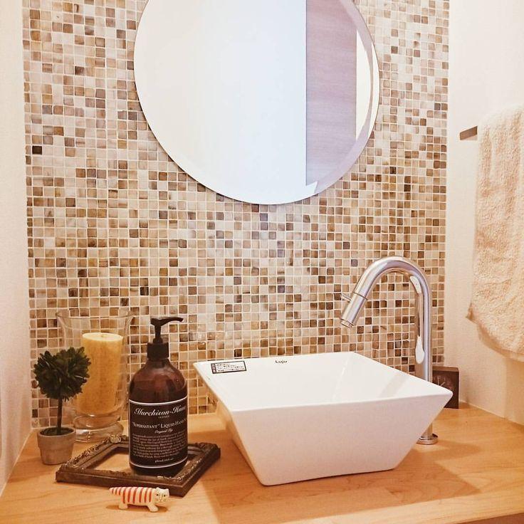 * 2/3 wed * おはようございます! 最初から変わってない廊下手洗い場の小物♡ ちょっと変えたいなーって思いながら何も浮かばないからとりあえず#マイキー 置いてみた! 前の方がよかったかも…笑 壁に何か掛けてみようかなー * * #洗面所#手洗い場#廊下#マイホーム#インテリア#マーチソンヒューム#タイル#ニューヨーカーグラス#myhome#interior#instaglam#vscocam#livstagrammer#residencepix #instahome#instapic#北欧#ナチュラル#注文住宅#住友林業