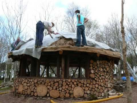 Building a Roundhouse with woodhenge and cobwood. video - so neat!