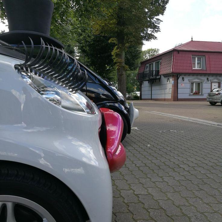 Nasze autka dowiozły Magdalenę i Kamila na wesele do Dom nad rzeką :) www.smart-line.pl #SmartPara #wspanialewesele #zwariowanewesela #smartcar #weddingcar #atrakcjeweselne #samochoddoslubu