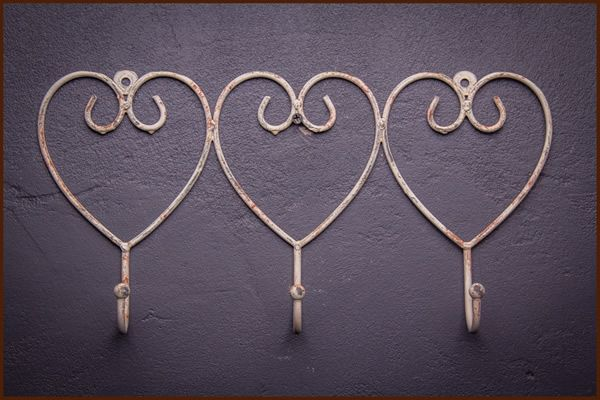 Garden and Home Decor 3 Hook Hearts Light Brown 36x5x18