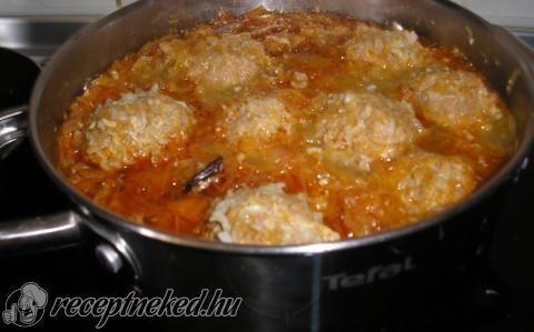 Savanyúkáposzta húsgombóccal recept fotóval
