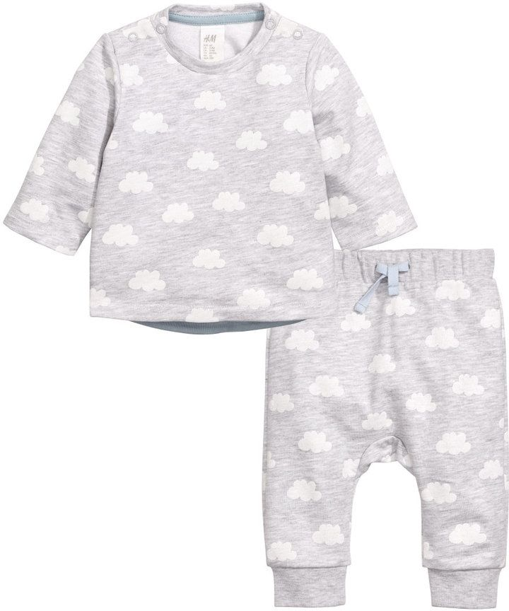 Such a cute and comfy little sweatshirt outfit for your little <3