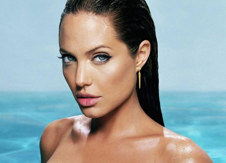Actress Angelina Jolie has no immediate plans to marry fiancé and actor Brad Pitt. The reason, she says, is that she has no dress for the D-day!
